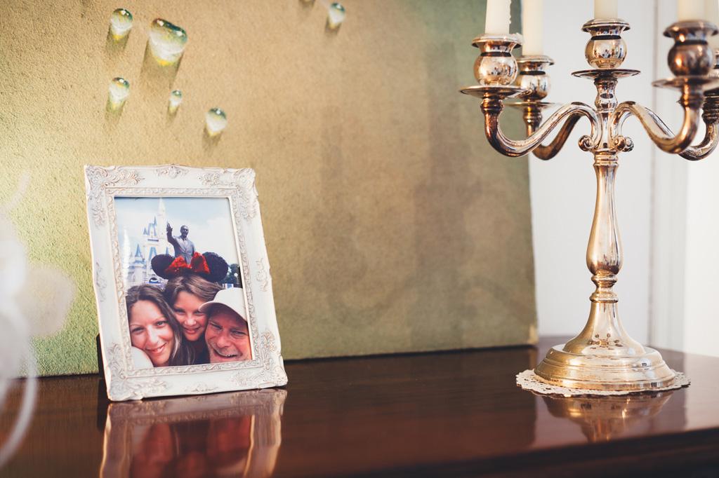 Un particolare della foto di famiglia