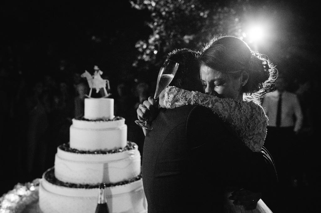 Sposi che si Abbracciano Foto di Reportage Matrimonio