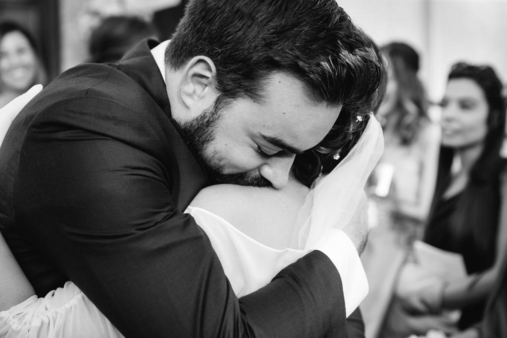 Sposi che si Abbracciano - Reportage Matrimonio Milano