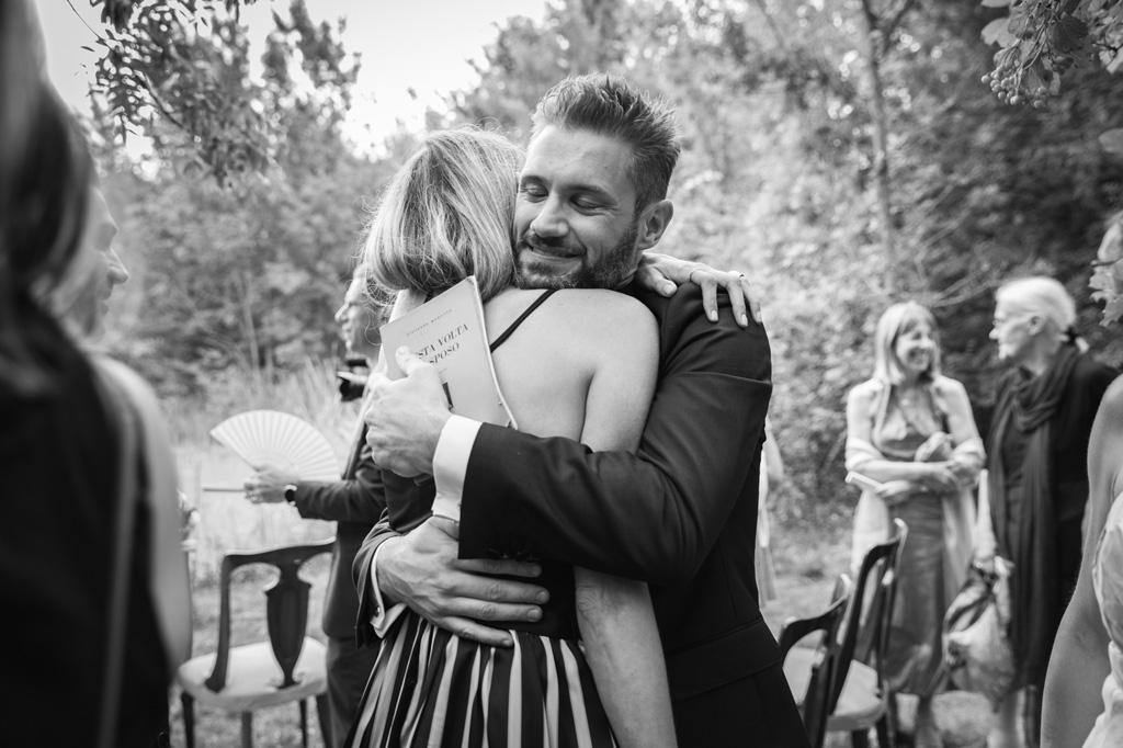Abbraccio Uomo e Donna - Reportage Nozze