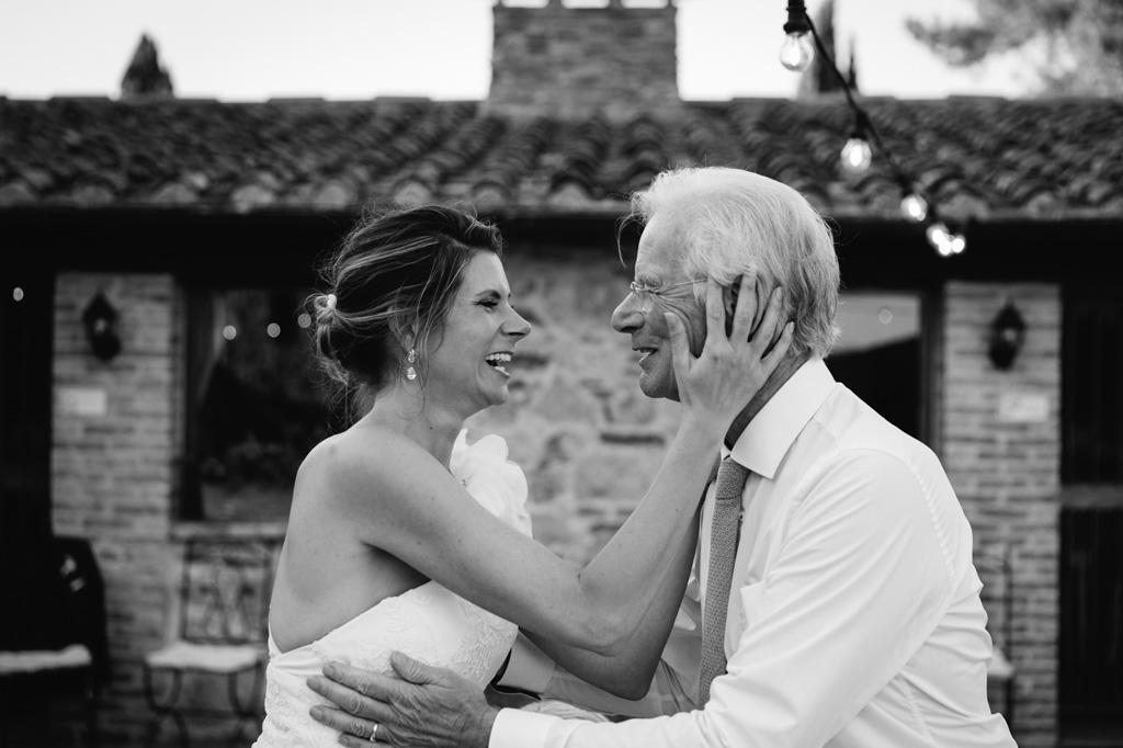 Abbraccio con Papà - Foto di Reportage Nozze