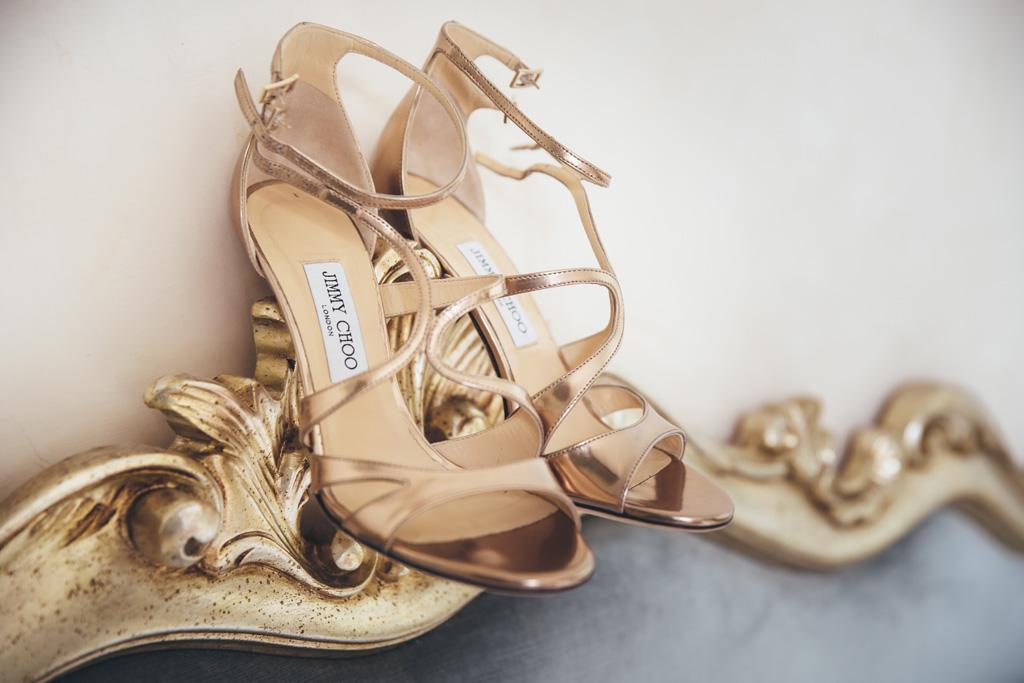 I sandali d'oro della sposa Jimmy Choo