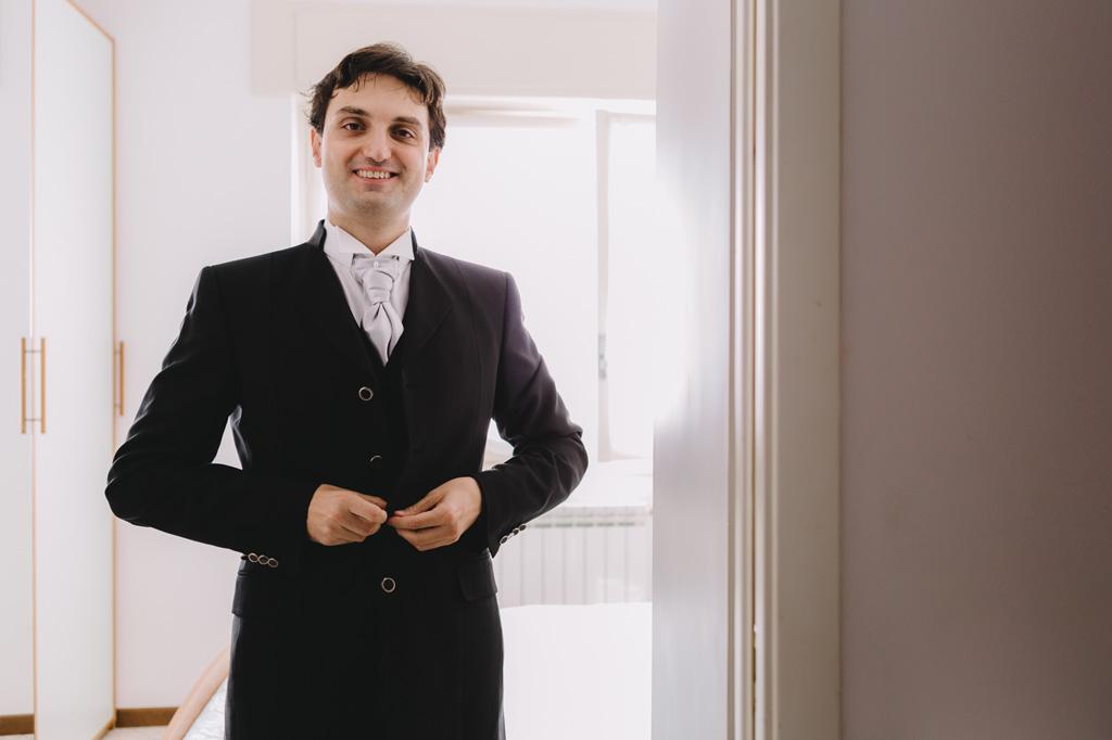 Danilo ha un sorriso raggiante prima della cerimonia