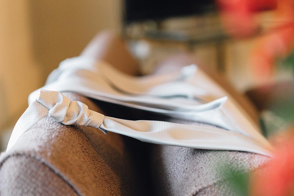 Il particolare della cravatta dello sposo Davide