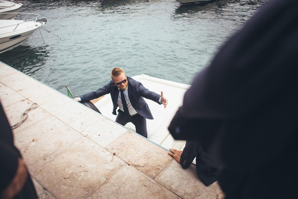 Lo sposo sale in barca
