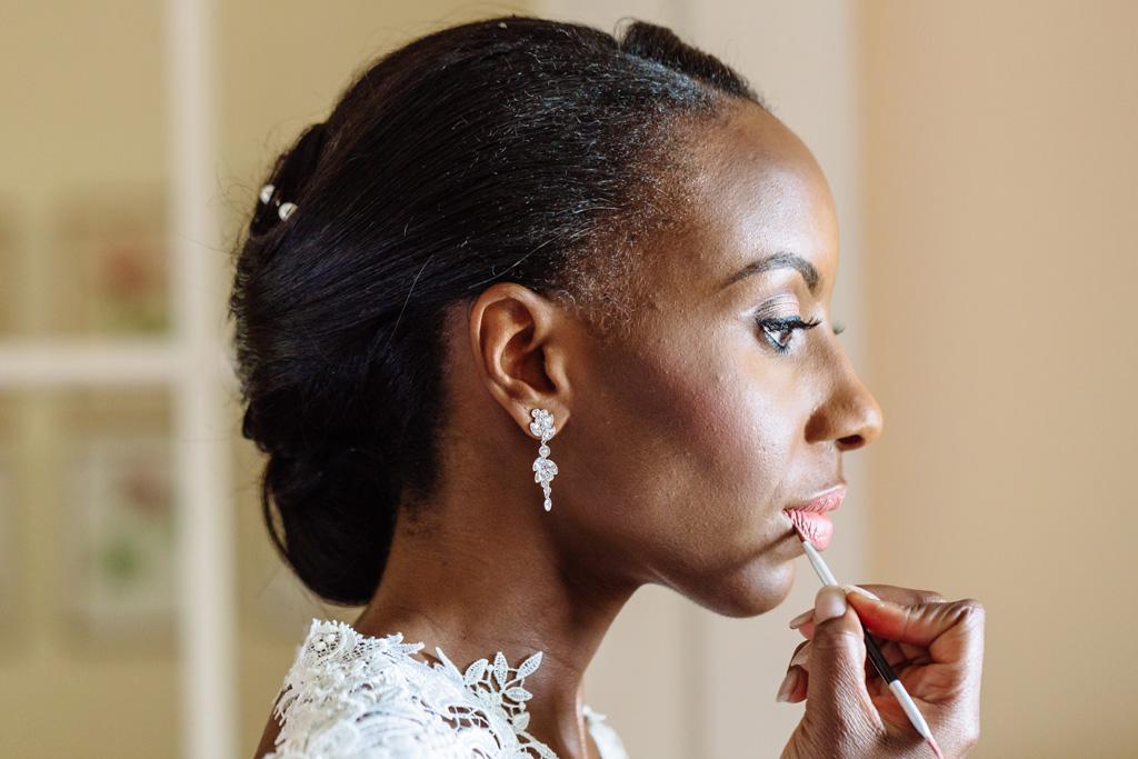 Il primo piano della sposa Ayesha durante la preparazione presso il Grand Hotel Villa d'Este