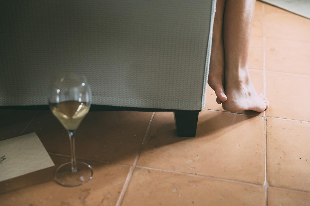Un dettaglio dei piedi della sposa ripreso dal fotografo Alessandro Della Savia
