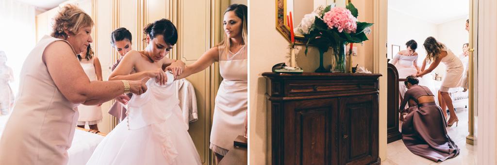 Le damigelle aiutano la sposa a prepararsi per il matrimonio