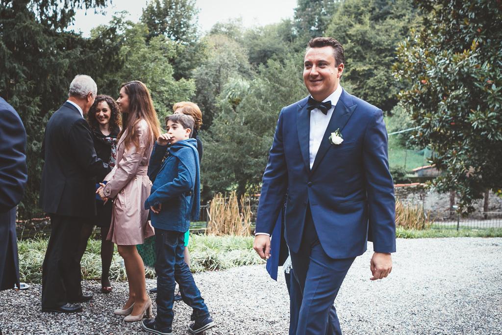 Lo sposo raggiunge il luogo della cerimonia presso Villa Grumello a Como