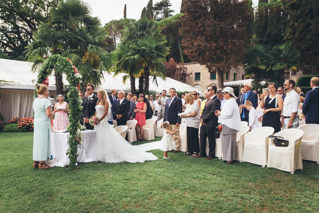 Un'immagine totale dello svolgimento delle nozze di matrimonio nel cortile di torre San Marco