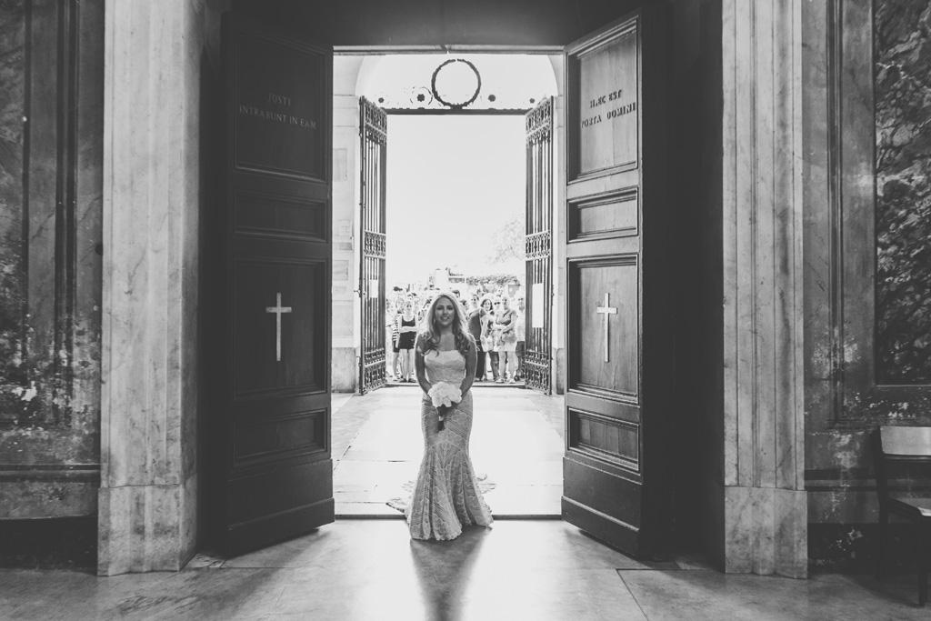 Alessandro Della savia scatta una fotografia a Britney prima che raggiunga lo sposo all'altare