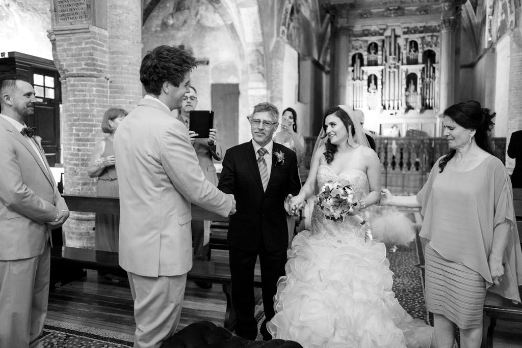 La sposa finalmente si ricongiunge allo sposo