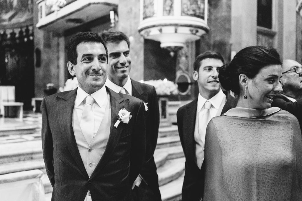 Riccardo attende emozionato l'arrivo della sposa