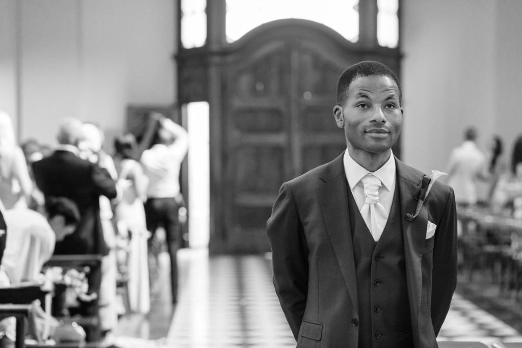 Lo sposo Tony attende emozionato la sua sposa