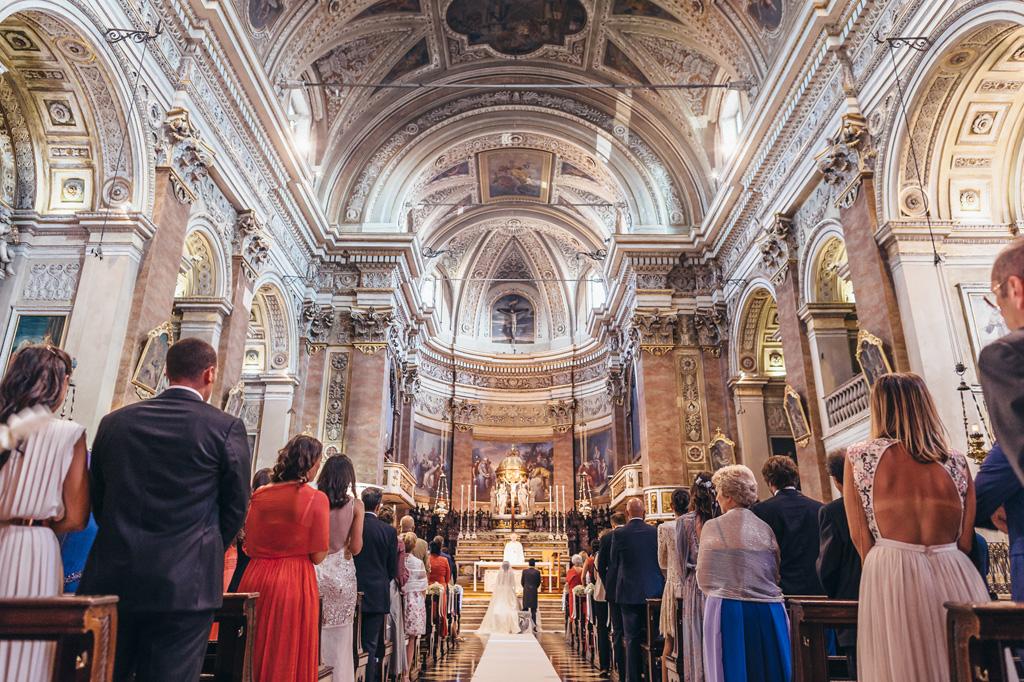 Una panoramica della splendida chiesa di Bergamo in cui si svolgono le nozze