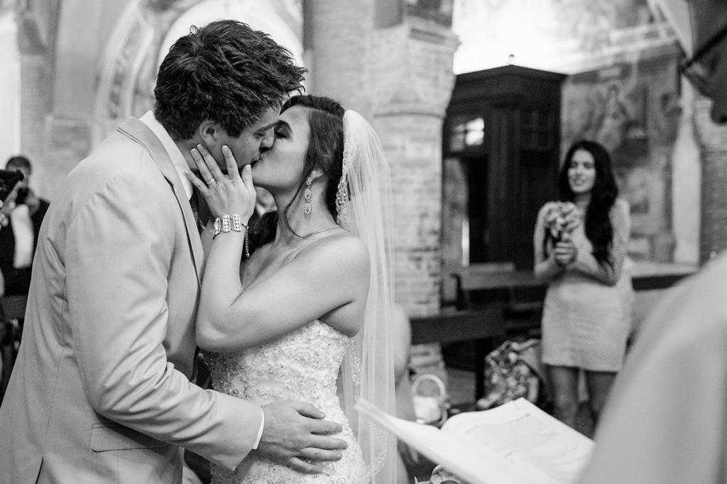 Mark e Loreanne si baciano uniti ufficialmente in matrimonio