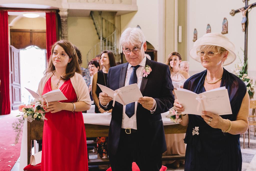 Alcuni testimoni seguono lo svolgersi del matrimonio