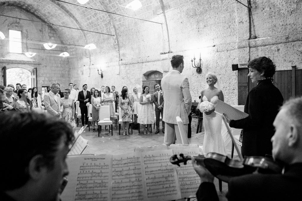 I musicisti suonano alcuni componimenti da cerimonia