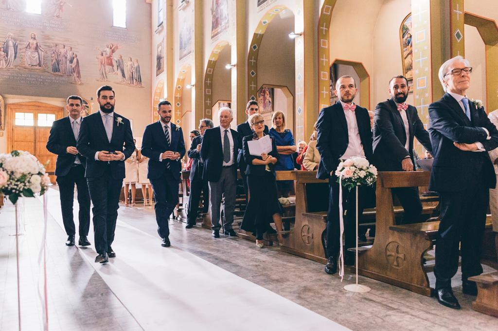 L'emozione degli ospiti durante la cerimonia di matrimonio