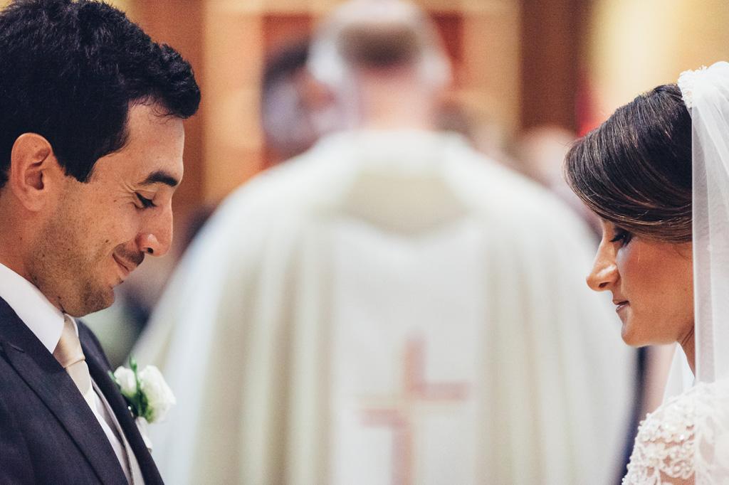 L'emozione dei volti degli sposi in una chiesa a Bergamo