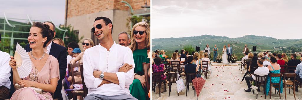 L'emozione degli invitati durante la cerimonia del matrimonio