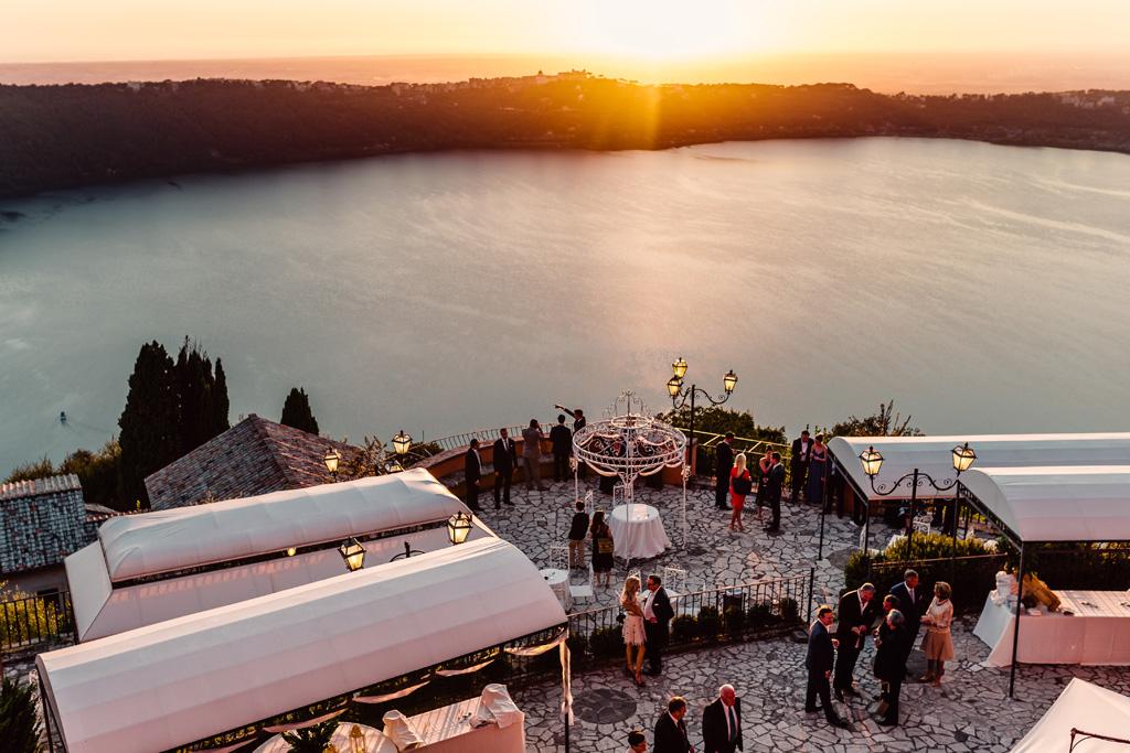 Una panoramica dalla Villa del Cardinale sul Lago di Castel Gandolfo