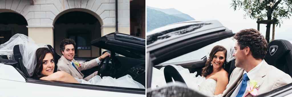 I due sposi in macchina sopra una Lamborghini