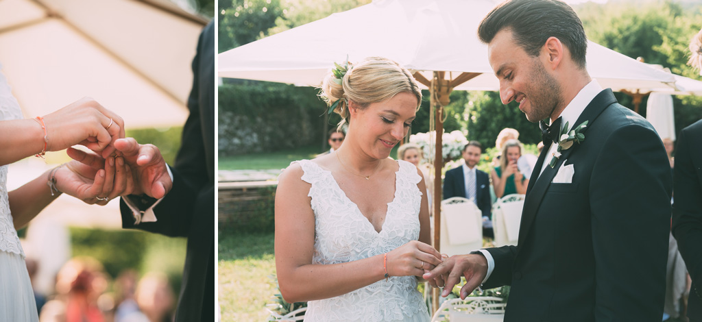 La sposa indossa l'anello nunziale allo sposo
