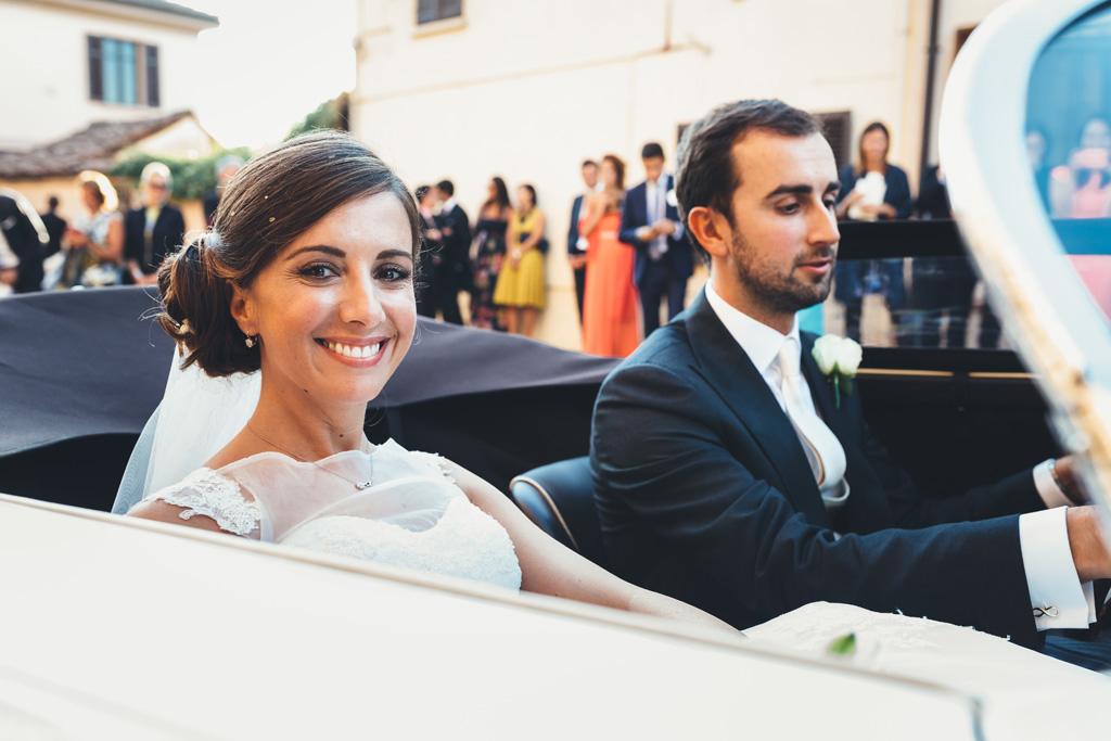 La sposa sorride sotto la lente del fotografo Alessandro Della Savia