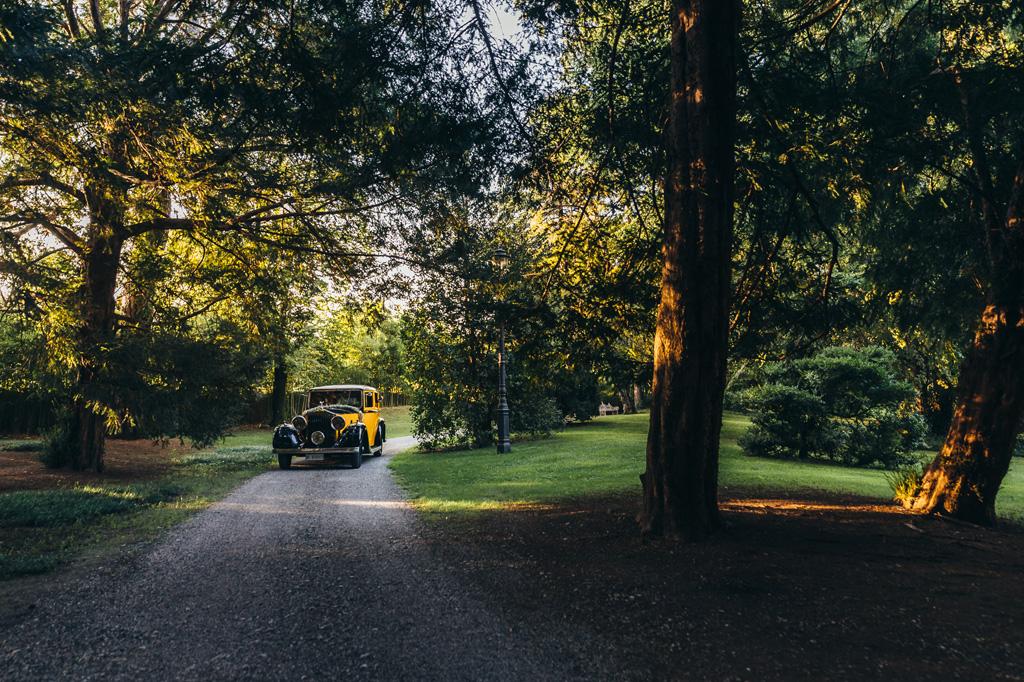 La macchina degli sposi, Riccardo e Beatrice, in viaggio direzione ricevimento di Villa Caroli a Stezzano