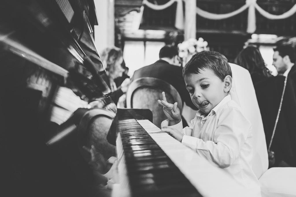 Un piccolo Mozart suona