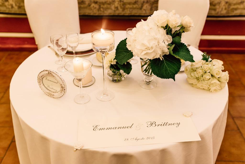 La tavola apparecchiata per Emmanuel e Brittney