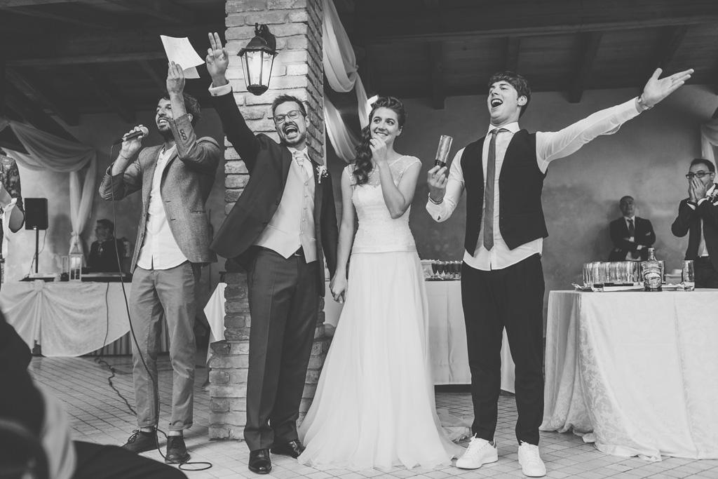 Le espressioni divertite degli sposi ripresi dal fotografo di Milano Alessandro Della Savia