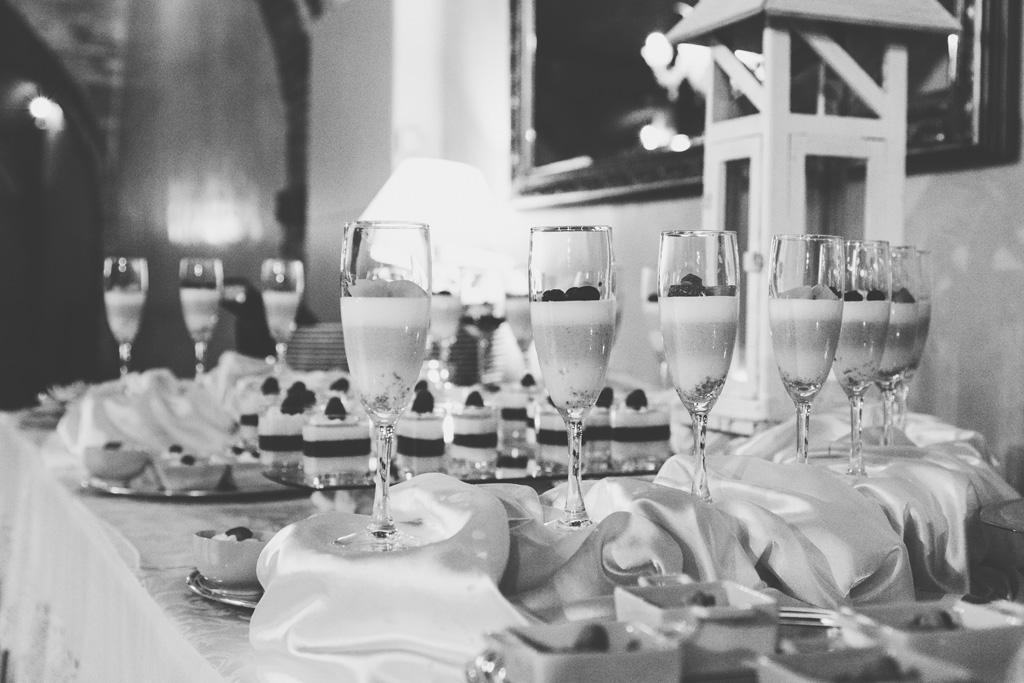 Bicchieri colmi di champagne
