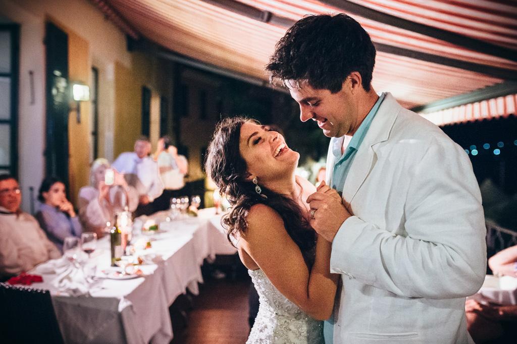Mark e Loreanne danzano teneramente