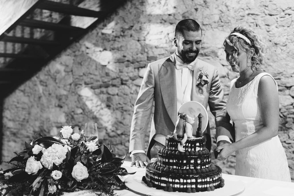 Riccardo e Lidia tagliano la prima fetta della torta nunziale