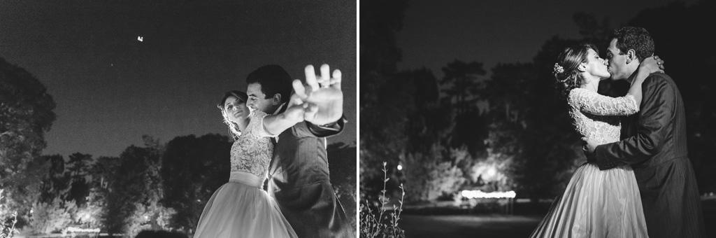 Gli sposi, Riccardo e Beatrice, giocano in pose creative sotto la lente del fotografo Alessandro Della Savia