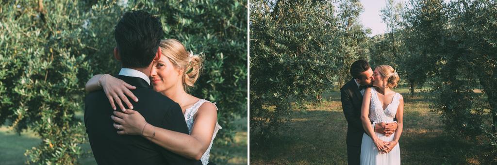 I due sposi posano per il fotografo Alessandro Della Savia in una splendida località vicino al Lago di Garda