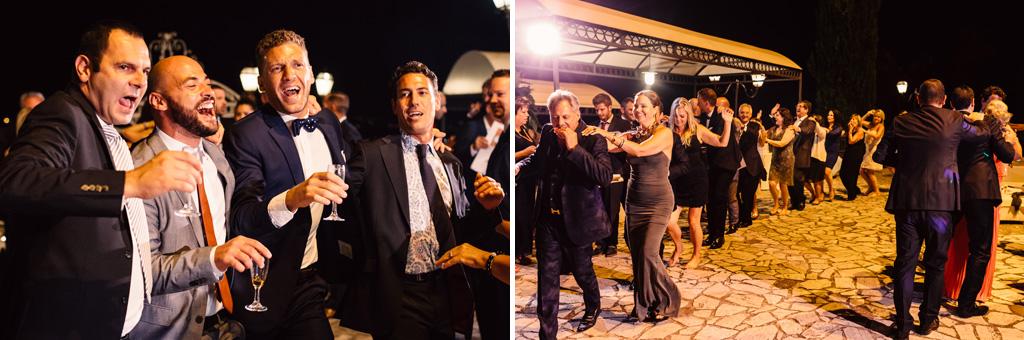 Gli invitati si scatenano in balli sfrenati ripresi dal fotografo Alessandro Della Savia