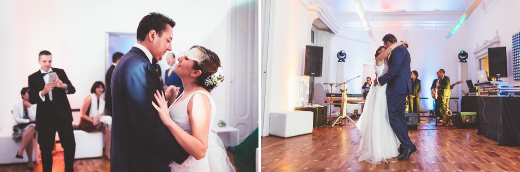 In due sposi, Luca e Daniela, ballano al centro della pista