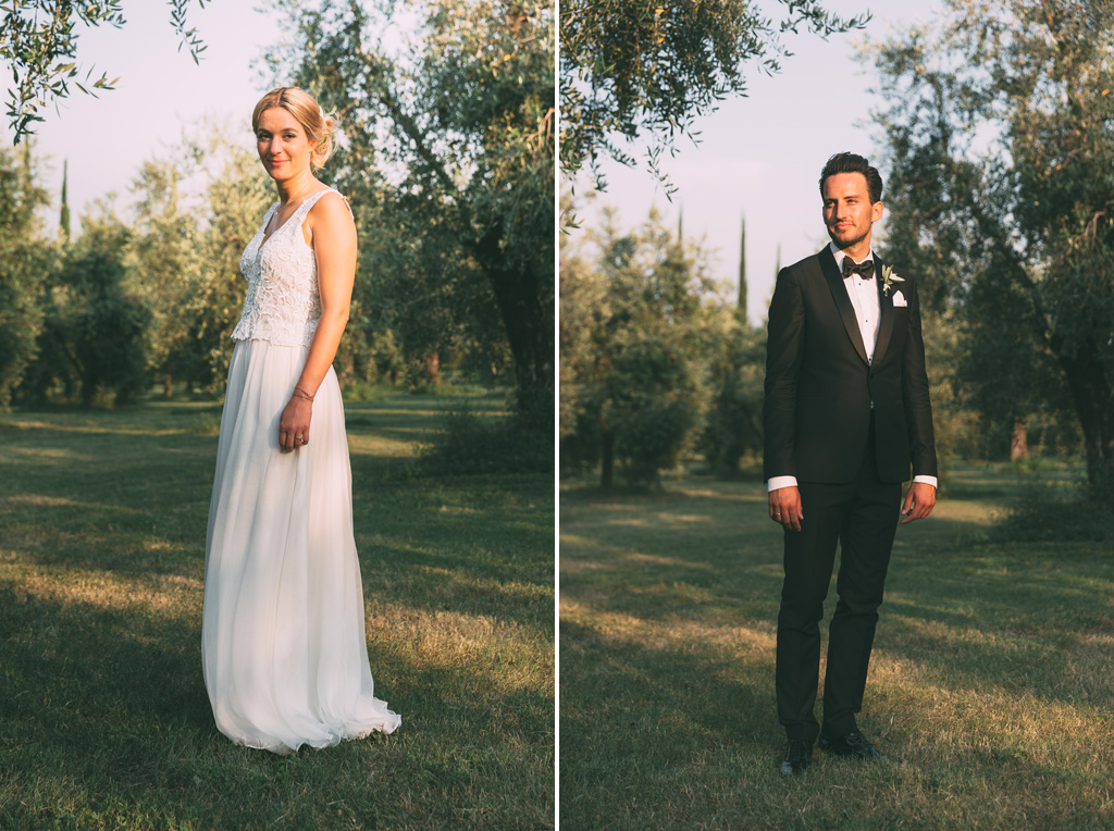 I due sposi sono ritratti dal fotografo Alessandro Della Savia