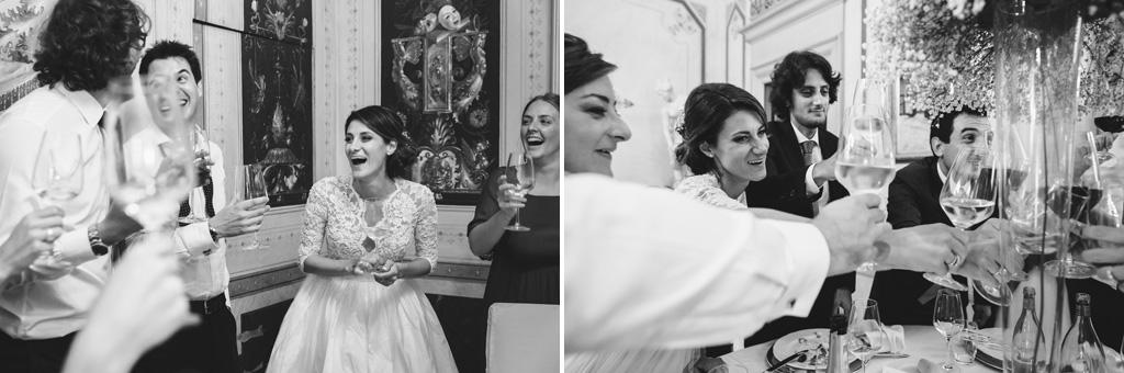 La sposa brinda a una gran festa in compagnia degli ospiti