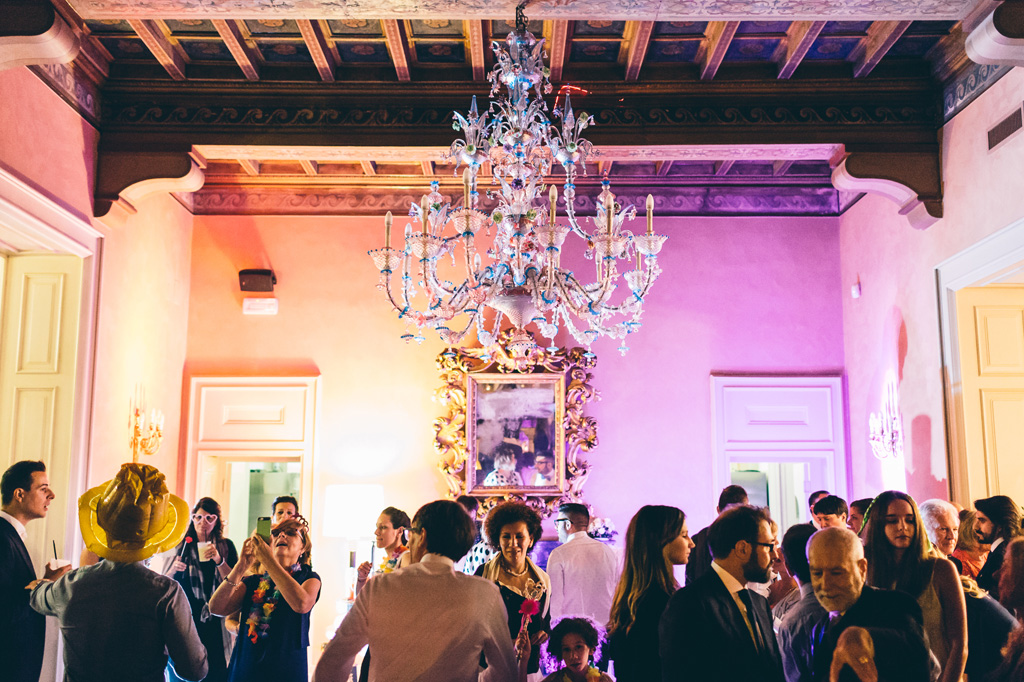 La festa continua all'interno di Villa Mattioli