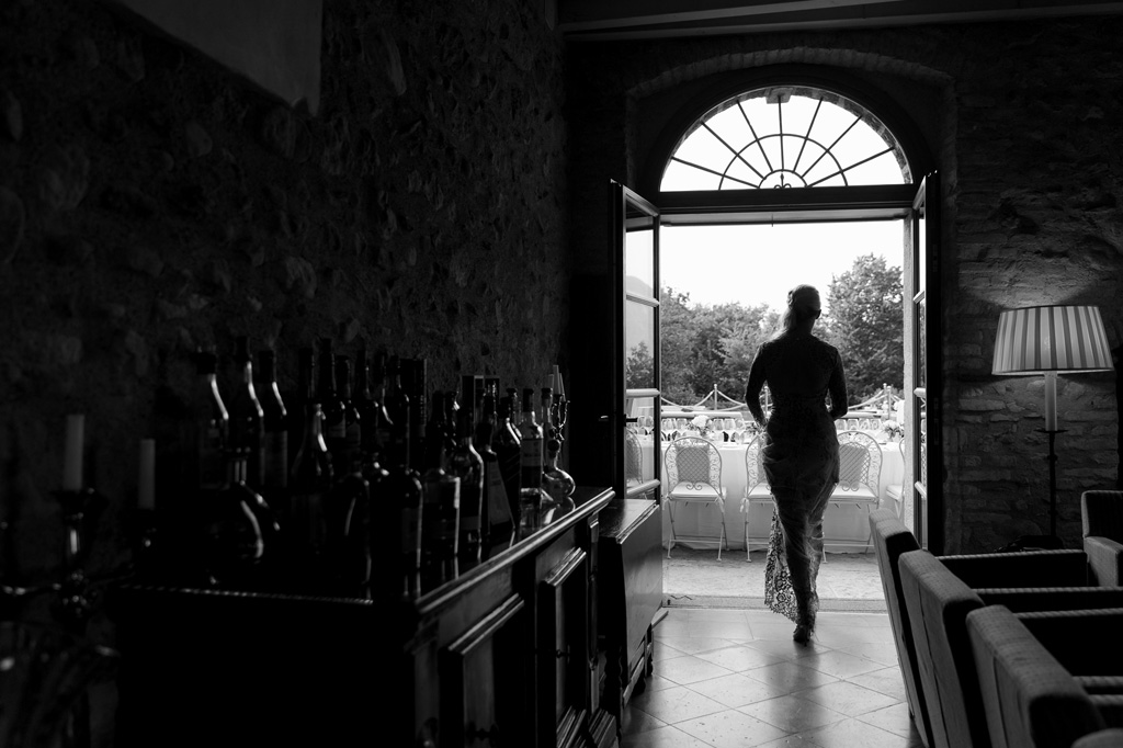La sposa raggiunge la sala di ricevimento
