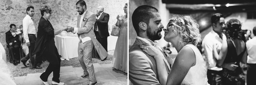 Le danze proseguono e gli sposi si lasciano scappare qualche bacio