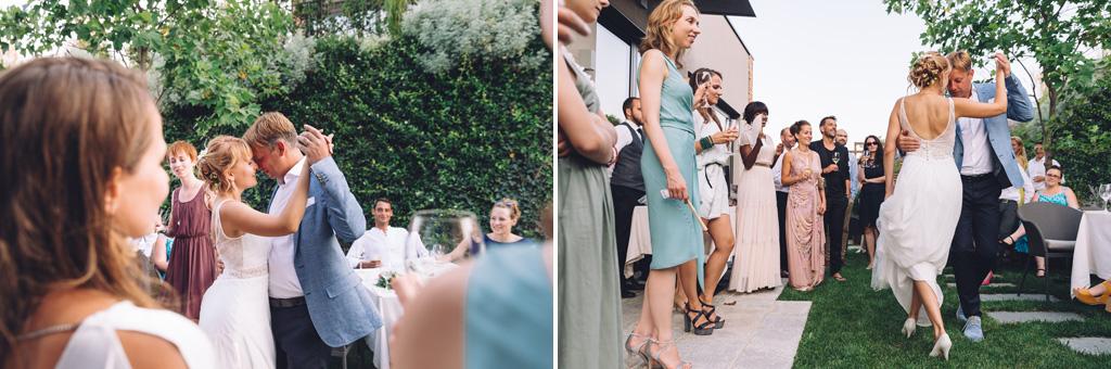 Gli sposi intrattengono gli invitati con alcuni balli