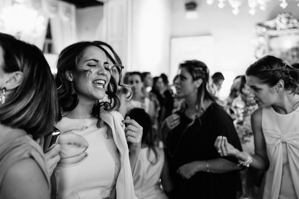 Gli ospiti si scatenano in balli sfrenati colti dal fotografo Alessandro Della Savia