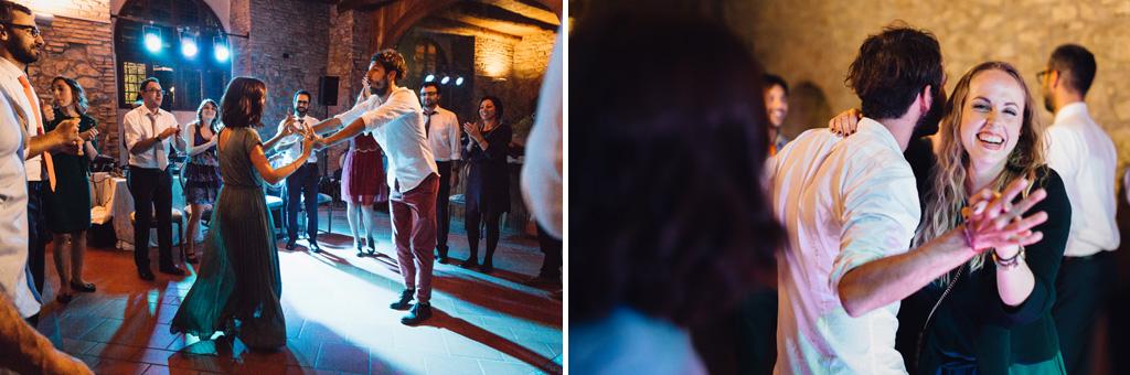 Gli invitati proseguono le danze in pista