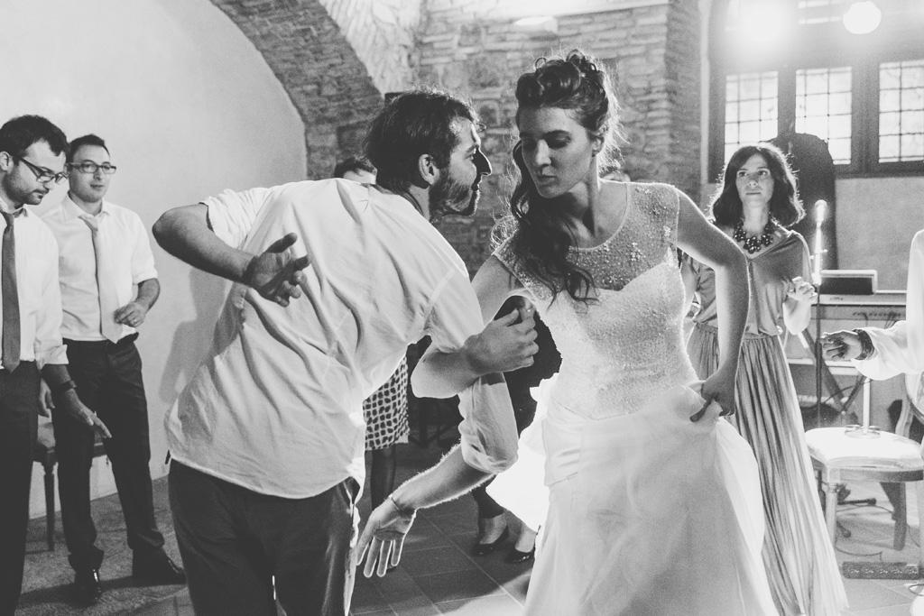 Arianna danza in compagnia di un invitato