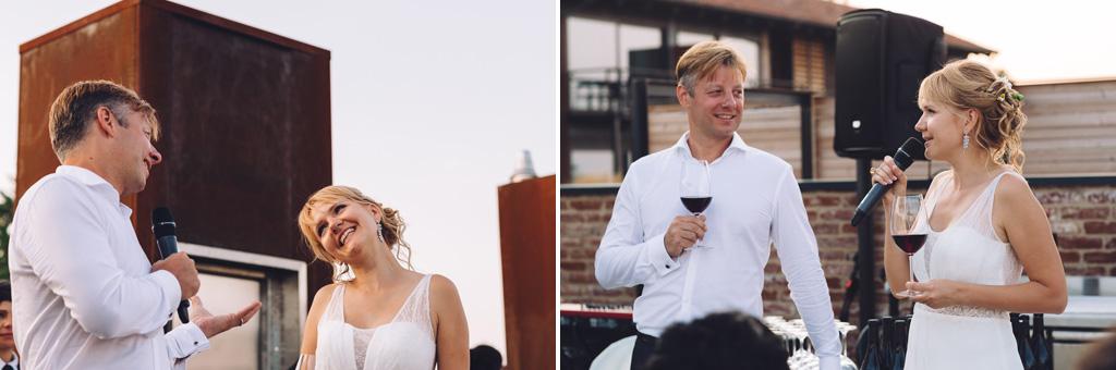 Gli sposi enunciano un discorso agli invitati